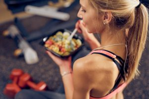 top-view-of-woman-eating-healthy-food-in-a-gym-picture-id1085317174
